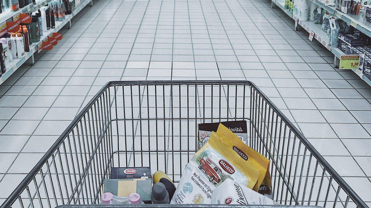 Como o hábito de consumo pela internet impacta os pequenos supermercados